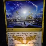 赤白黒のレアインスタント「Crackling Doom」はダメージとクリーチャー除去を両立する!日本語版カード名は「はじける破滅」に決定!