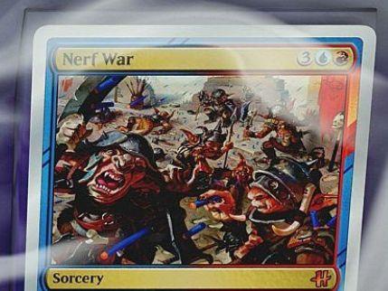 HASCONプロモ「Nerf War」が情報公開!Hasbro製品をモチーフにした青赤の銀枠神話ソーサリー!